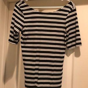 Quarter length sleeve stretchy shirt